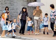 """香港考慮吸納""""雙非家長""""赴港就業"""